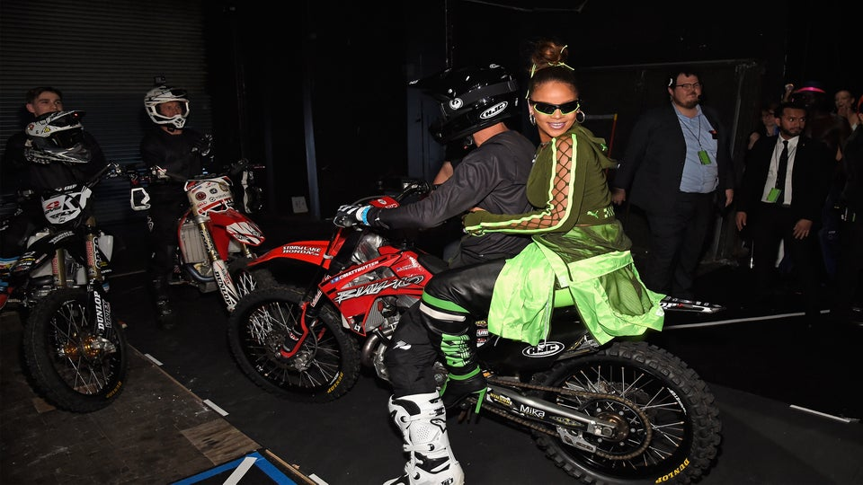 Of Course Rihanna Wore Fenty Beauty to the Fenty Puma Runway Show