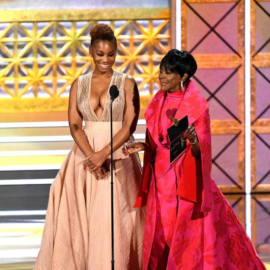 Anika Noni Rose Helping Cicely Tyson At The Emmys Was A True #BlackGirlMagic Moment