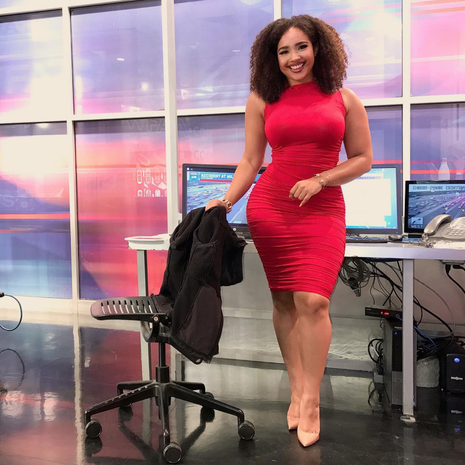 Hateration In The Dancery: People Are Defending A Dallas TV Anchor After Viewer Criticizes Her Outifts