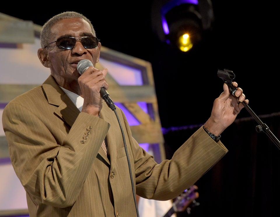 'Everlasting Love' Singer Robert Knight Dead At 72