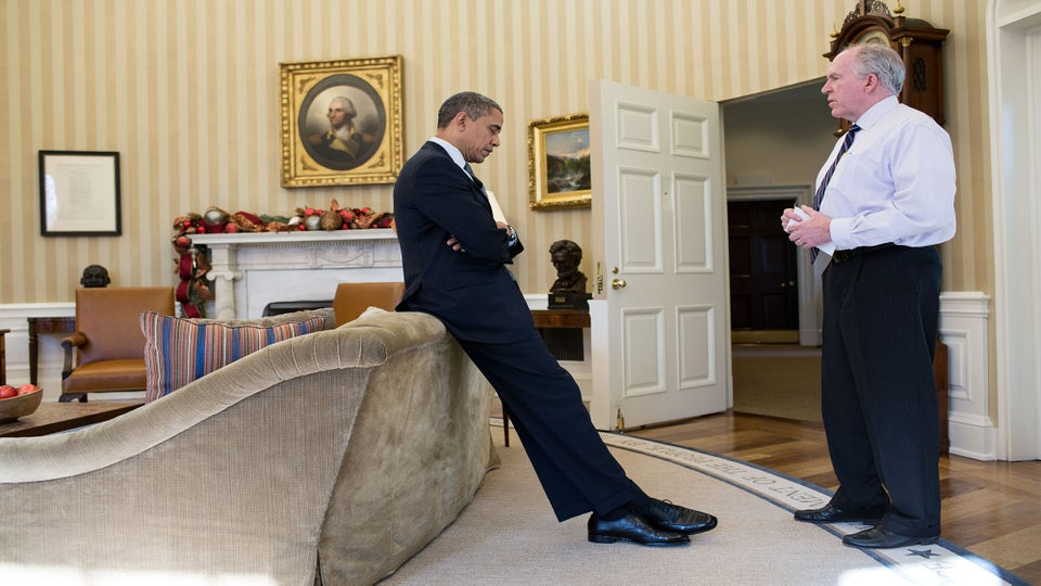 Former W.H. Photographer Reveals Never-Before-Seen Photos of Obama's Anguish After Sandy Hook