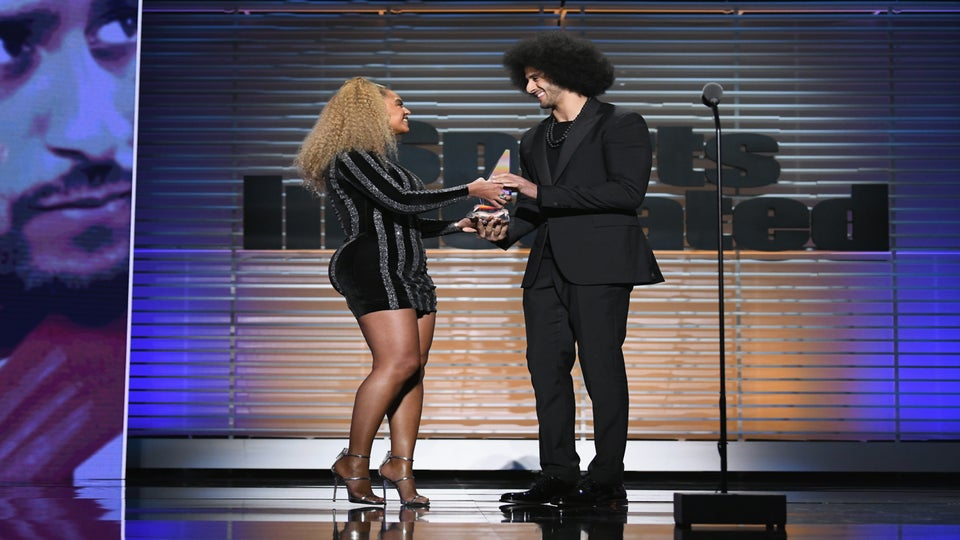 Watch Beyonce Present Colin Kaepernick With The Sports Illustrated 'Muhammad Ali Legacy Award' In Brooklyn