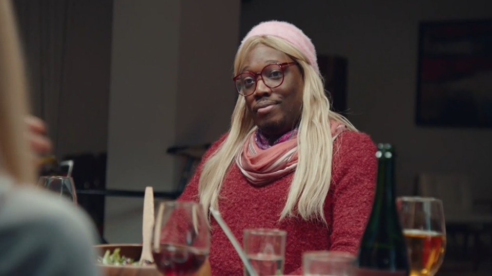 Michael Che Goes Undercover On SNLAs A White Woman Named Gretchen