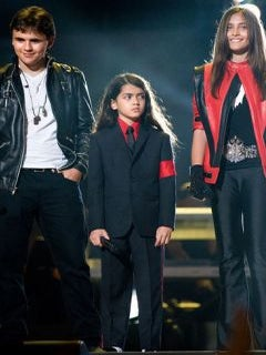 All Of Michael Jackson's Children Pose Together In Rare Photo