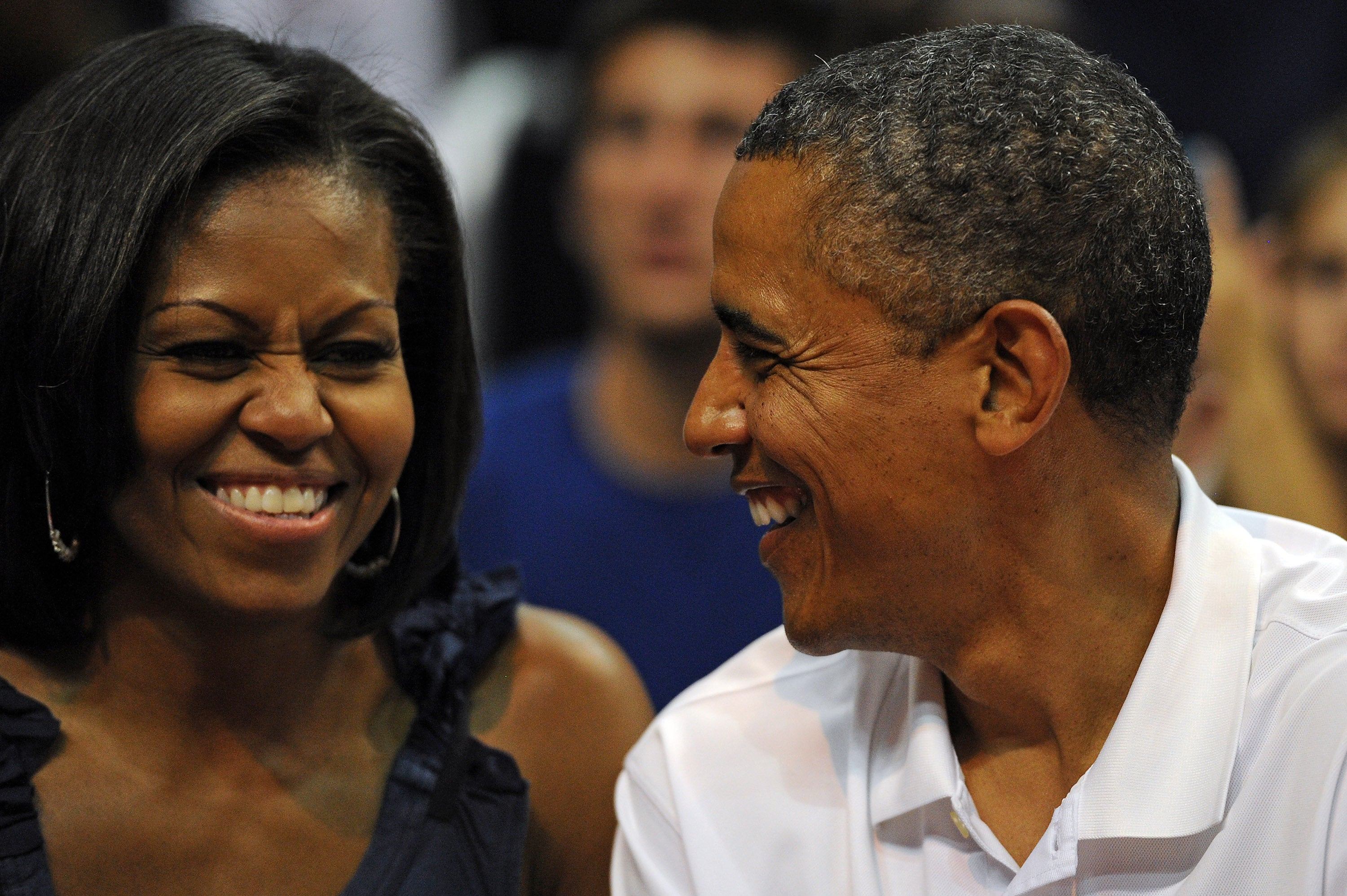 Obamas Receive Rockstar Welcome As They Start Annual Martha's Vineyard Vacation