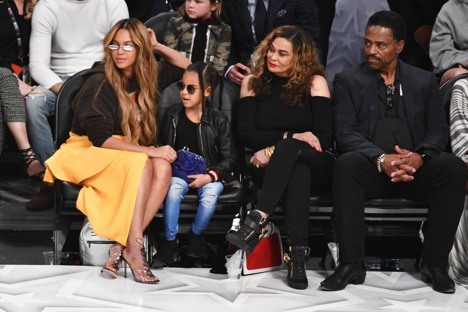 Beyonce And Blue Ivy SnapMother-Daughter Selfies At The NBA All-Star Game