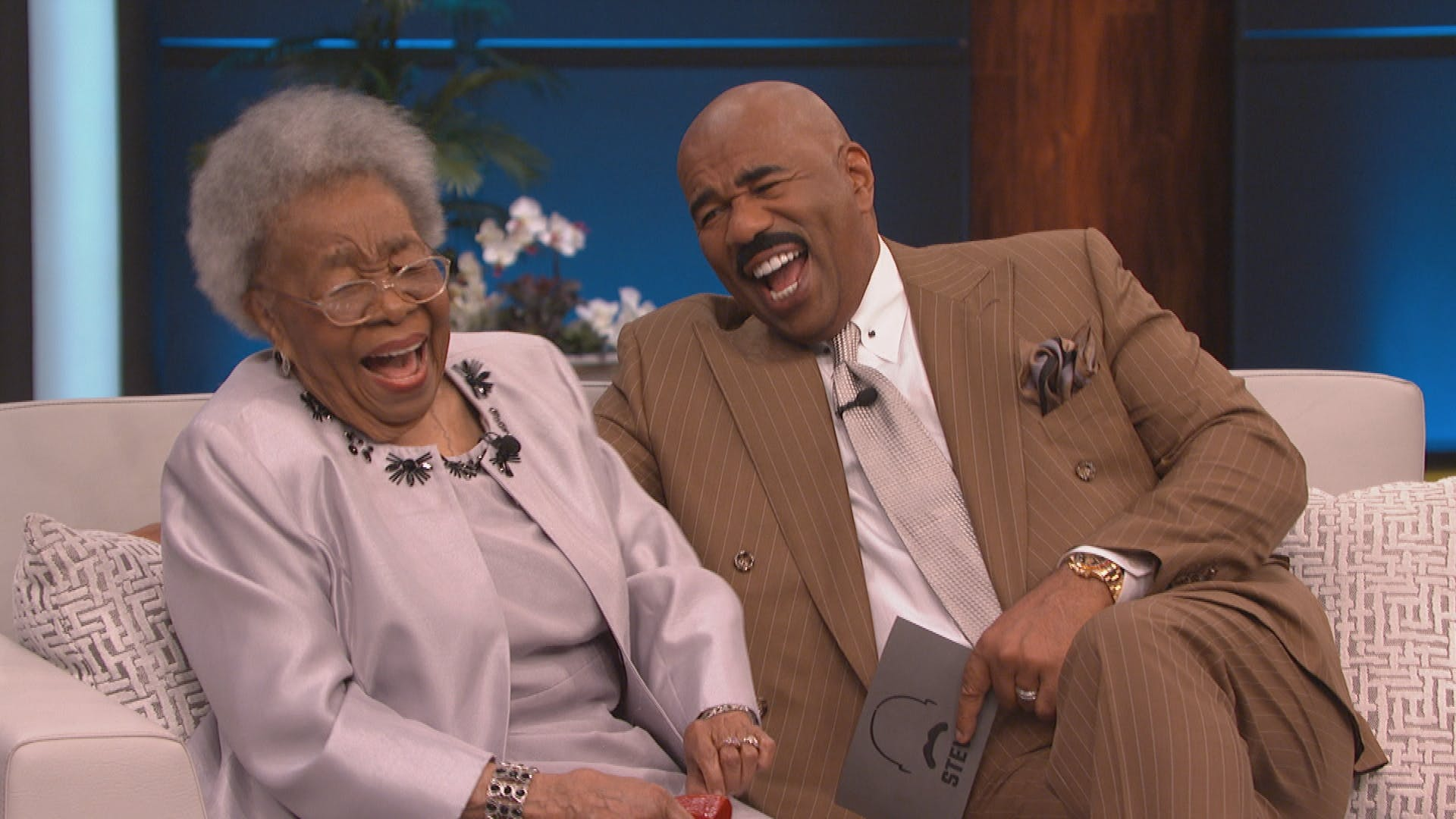 This 92-Year-Old 'Black Panther' Actress Wanted To Get On Steve Harvey's Show So She Asked Him To 'Holla' At Her!