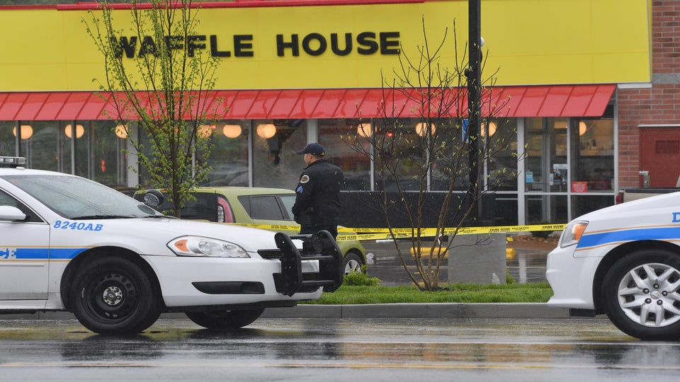 Naked Gunman Killed 4 At Tennessee Waffle House