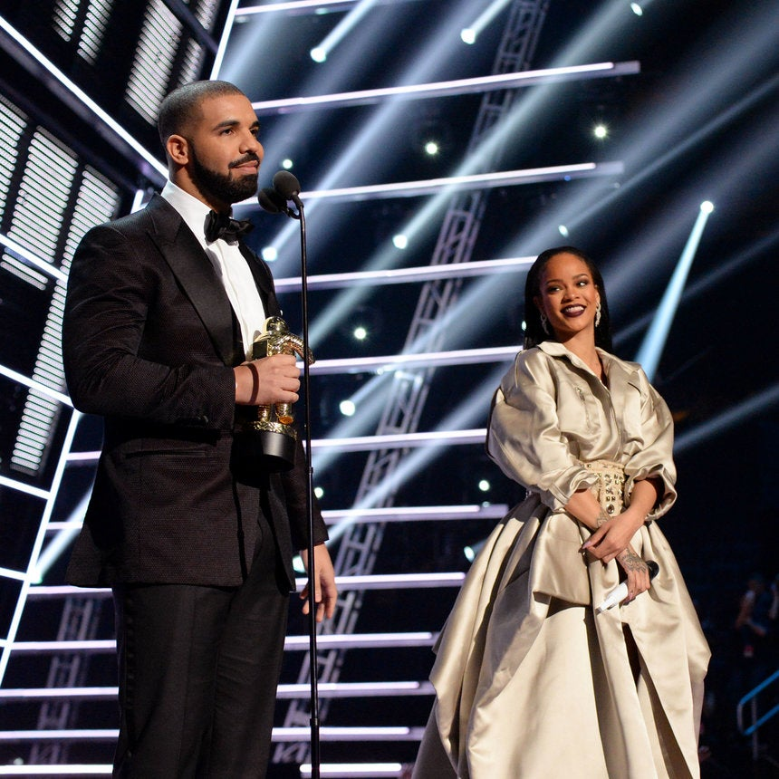 Rihanna Admits That Drake's Declaration Of Love For Her In VMA Speech Made Her Really 'Uncomfortable'