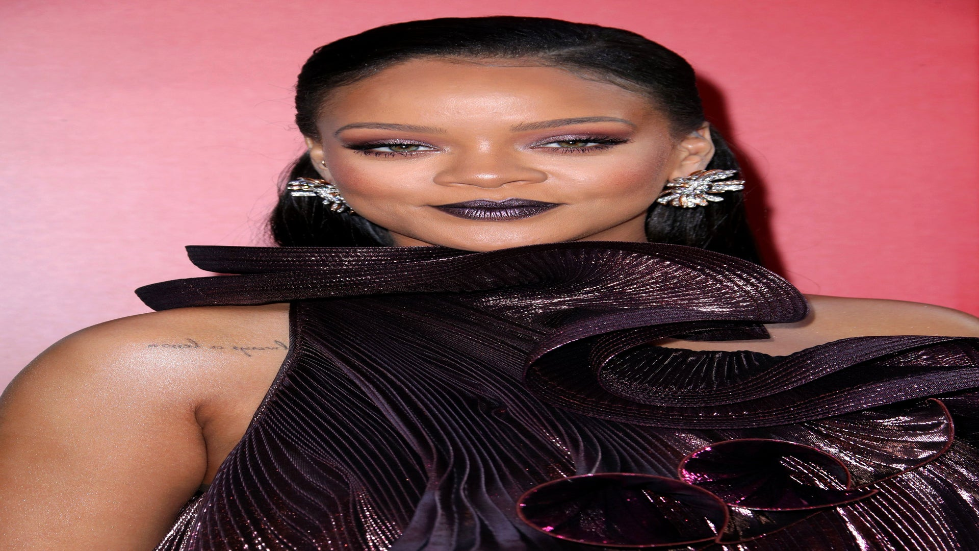 Rihanna's Fans Are Mad At Eminem For Claiming He Gave Her Hickeys