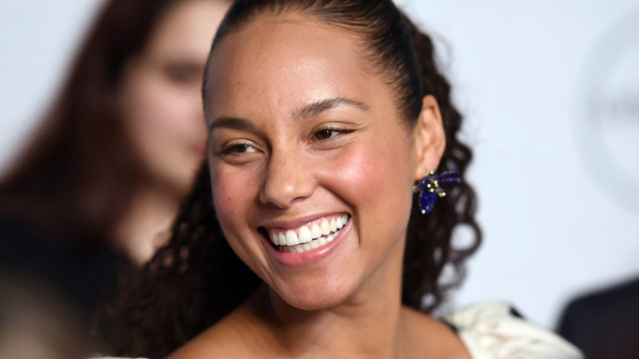 'Girl On Fire' Alicia Keys To Host The 2019 Grammy Awards