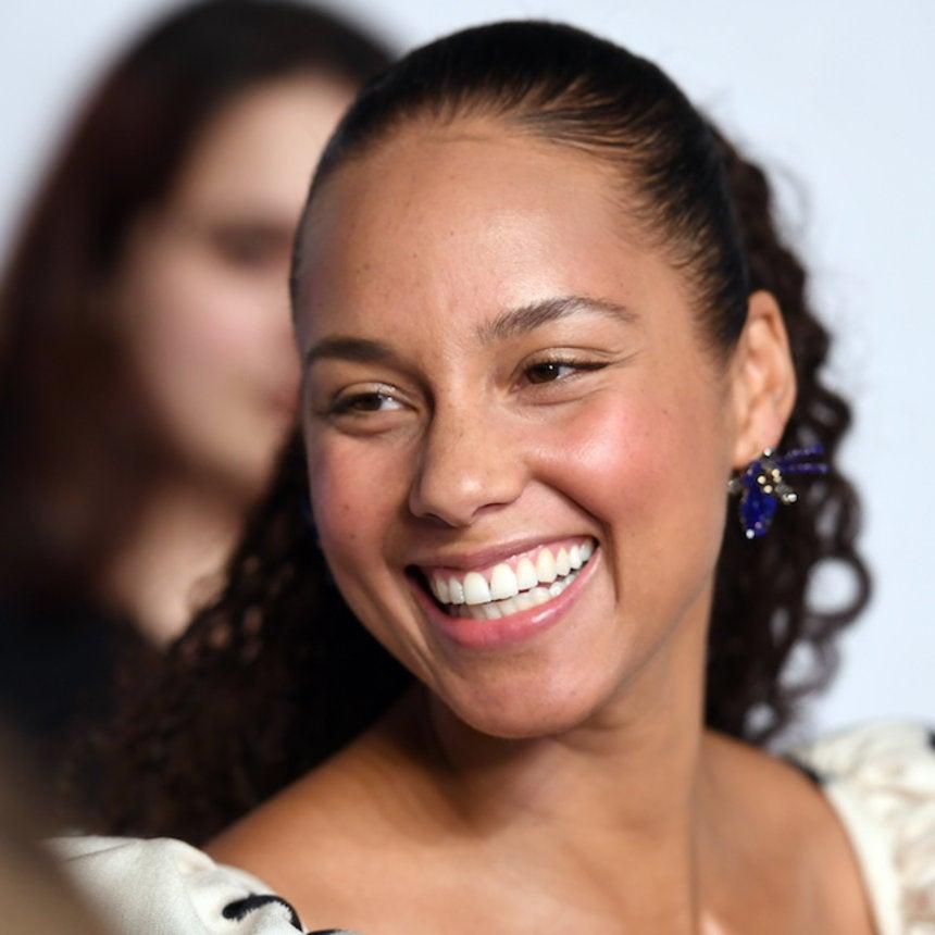 'Girl On Fire' Alicia Keys To Host The 2019 Grammy Awards