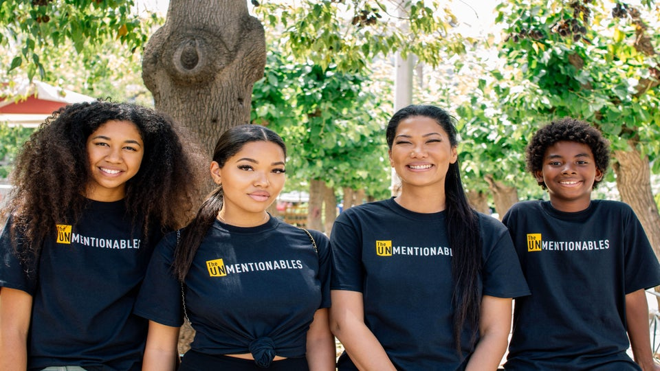 Kimora Lee Simmons And Her Children Give Back In Greece For World Refugee Day