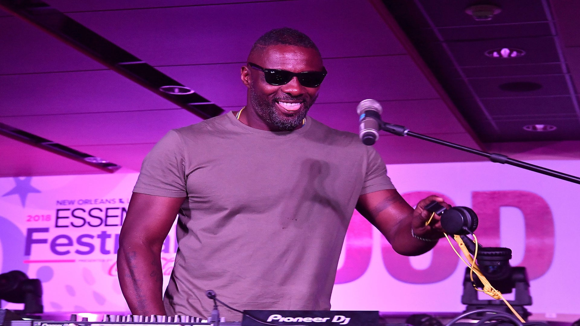 Idris Elba Brings Good Vibes To The Stage For His 2018 ESSENCE Festival Debut