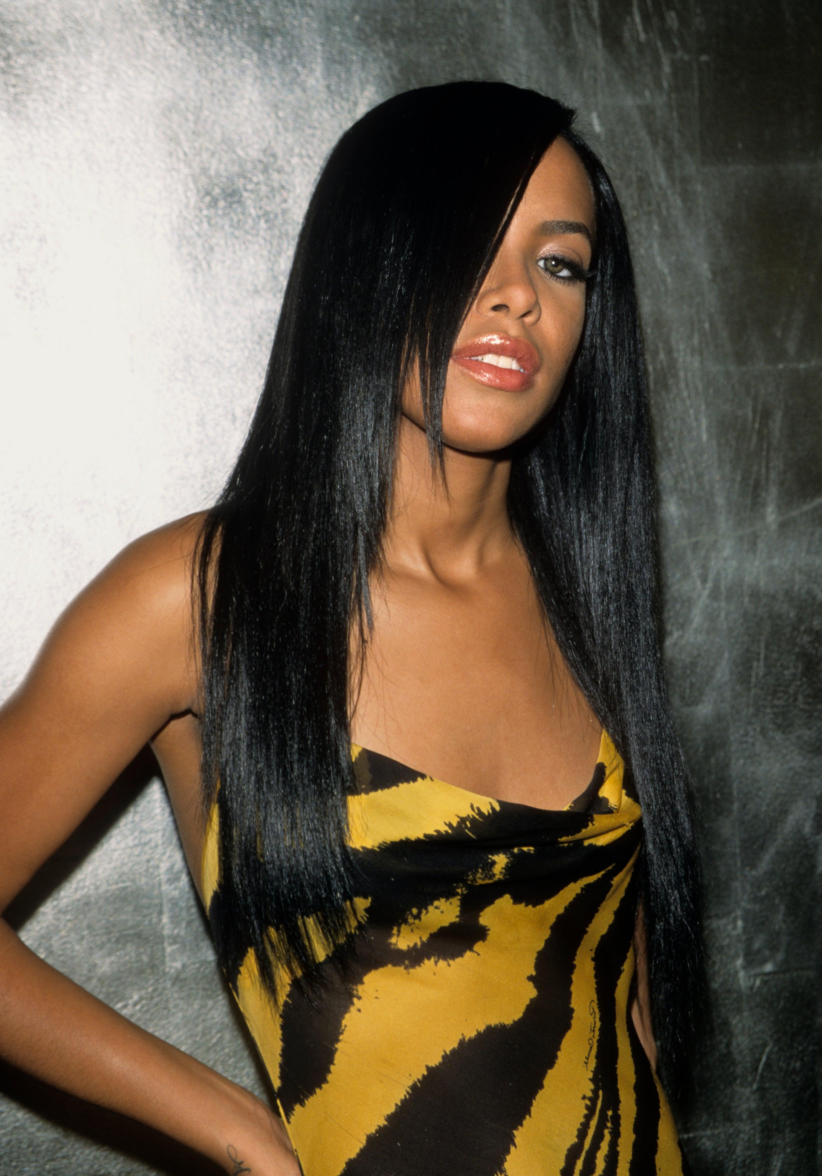 Aaliyah love peessing girl