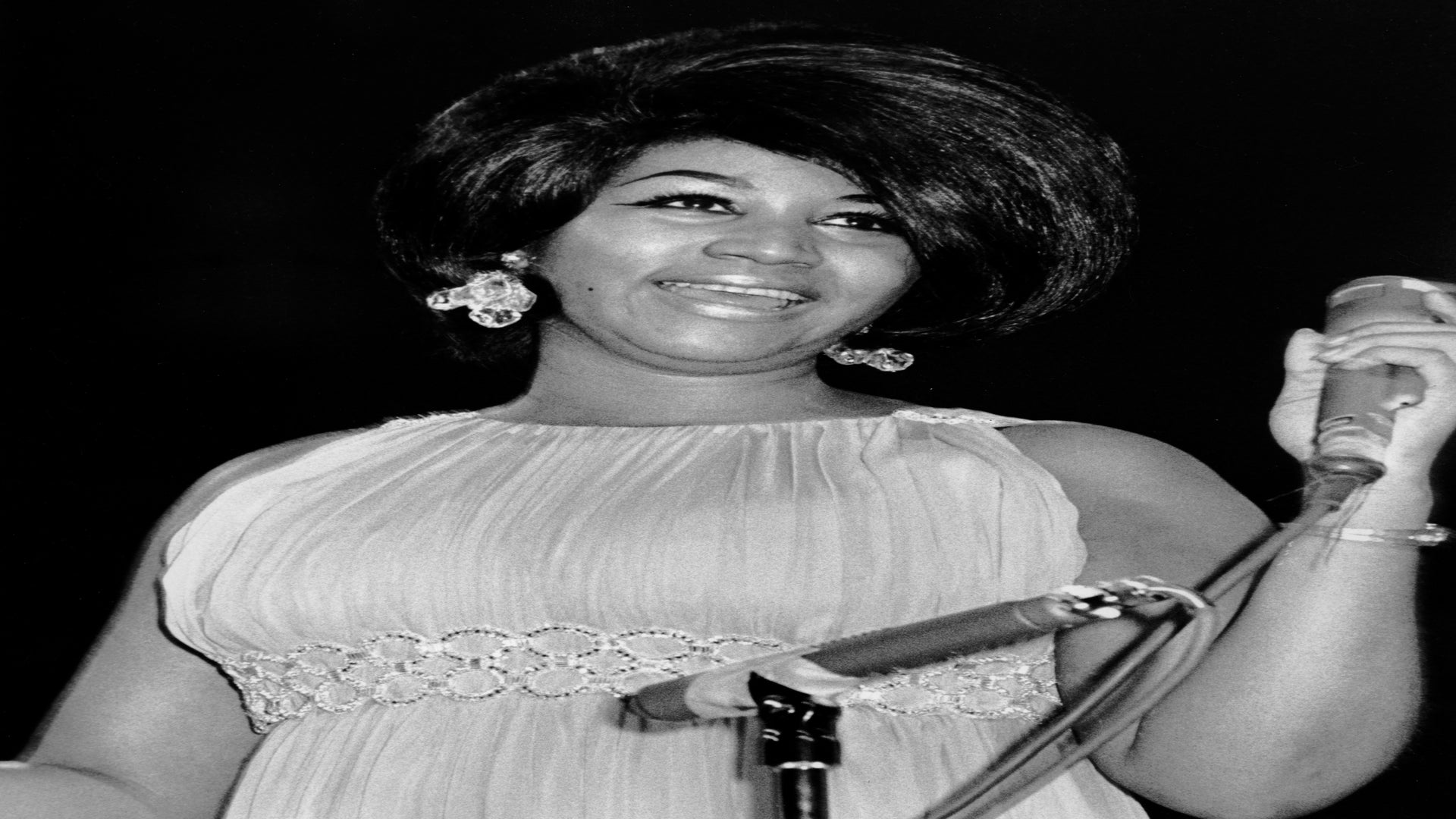 Family And Friends Say Their Final Goodbyes To Queen Of Soul Aretha Franklin