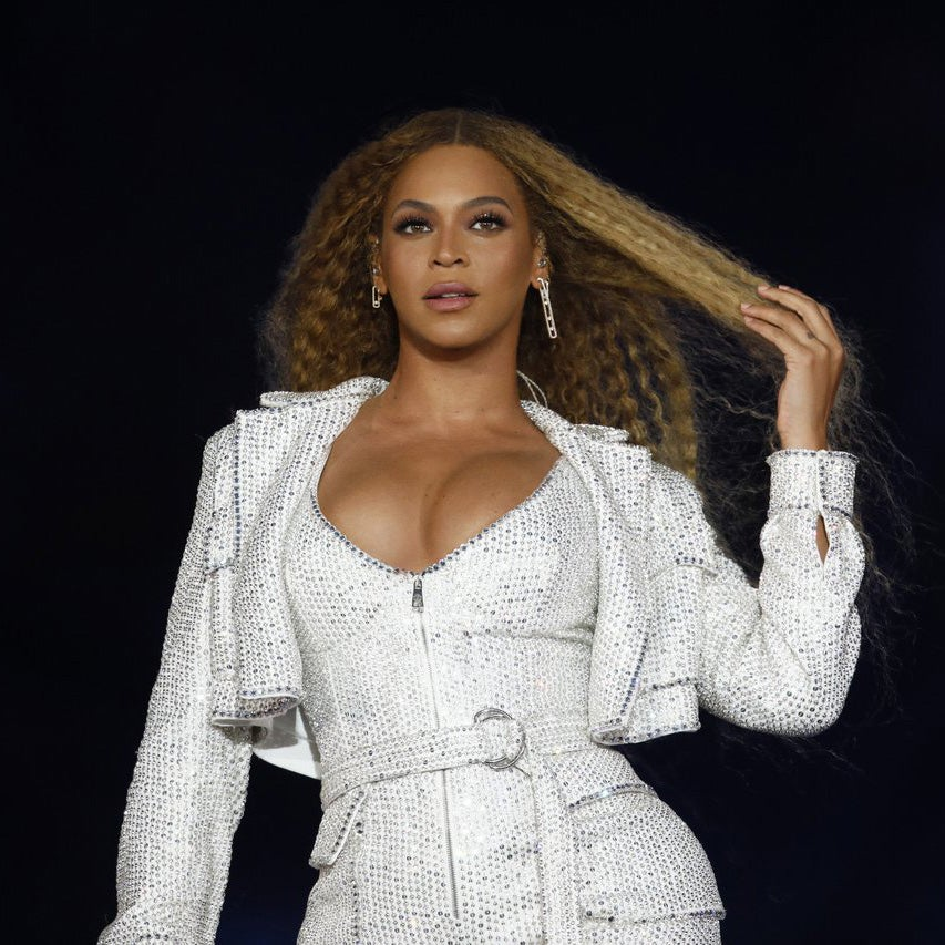 This Surprise Look At Beyoncé Slaying in a Victorian Wedding Dress While Renewing Vows With JAY-Z Is Everything You Need Today