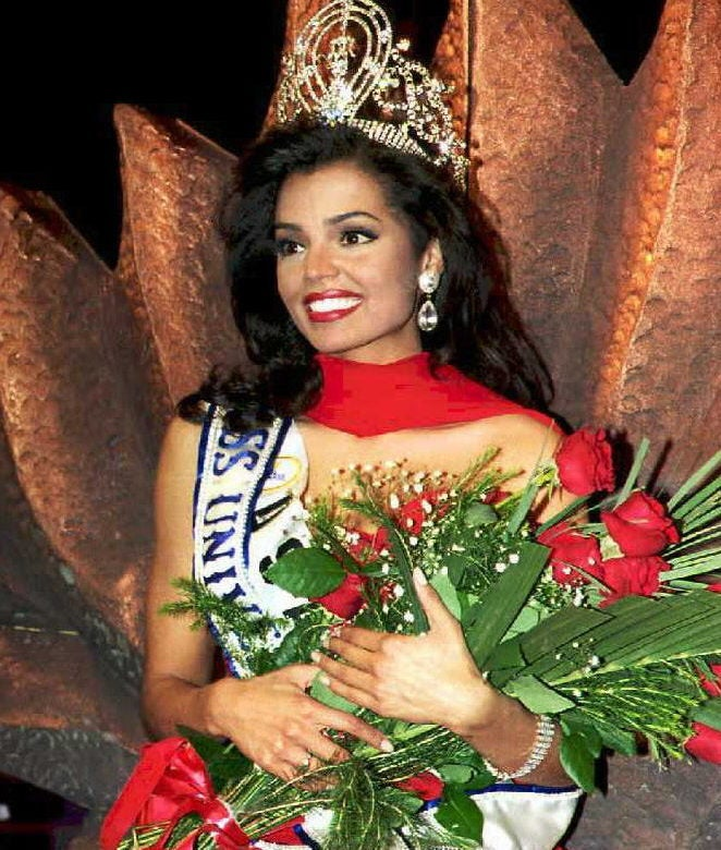 Former Miss Universe Chelsi Smith Loses Battle With Cancer At 45