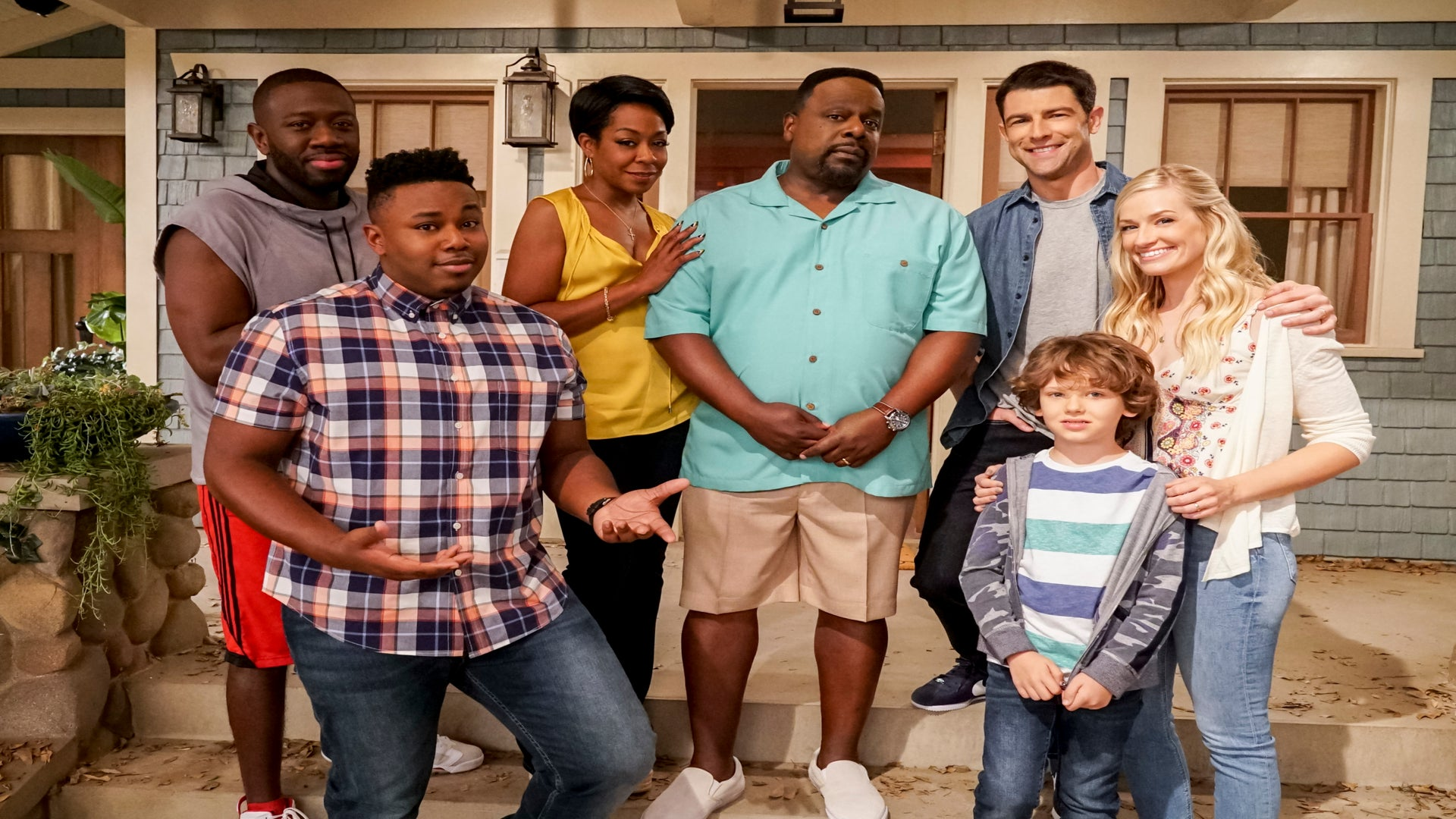 'The Neighborhood' Star Tichina Arnold Catches Neighbor In Comprising Position In New Episode