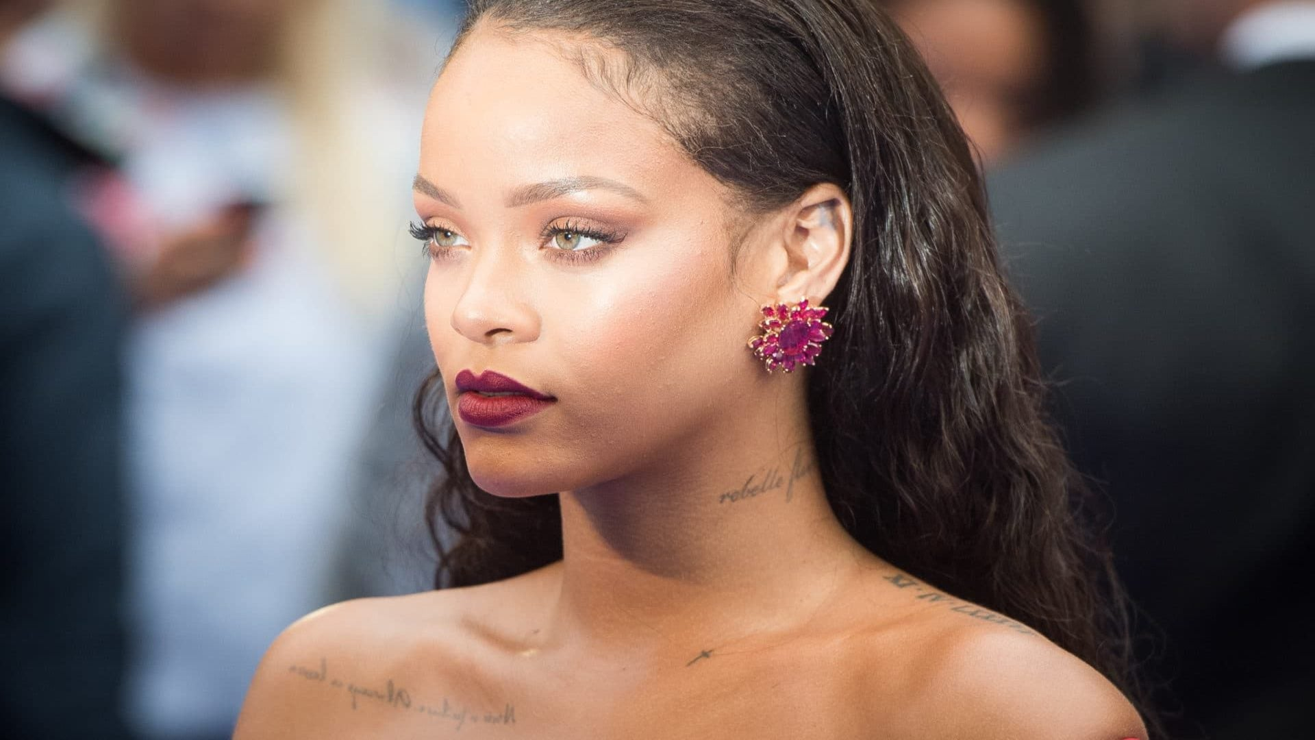 Rihanna Is Suing Her Father For $75 Million Over The Fenty Name