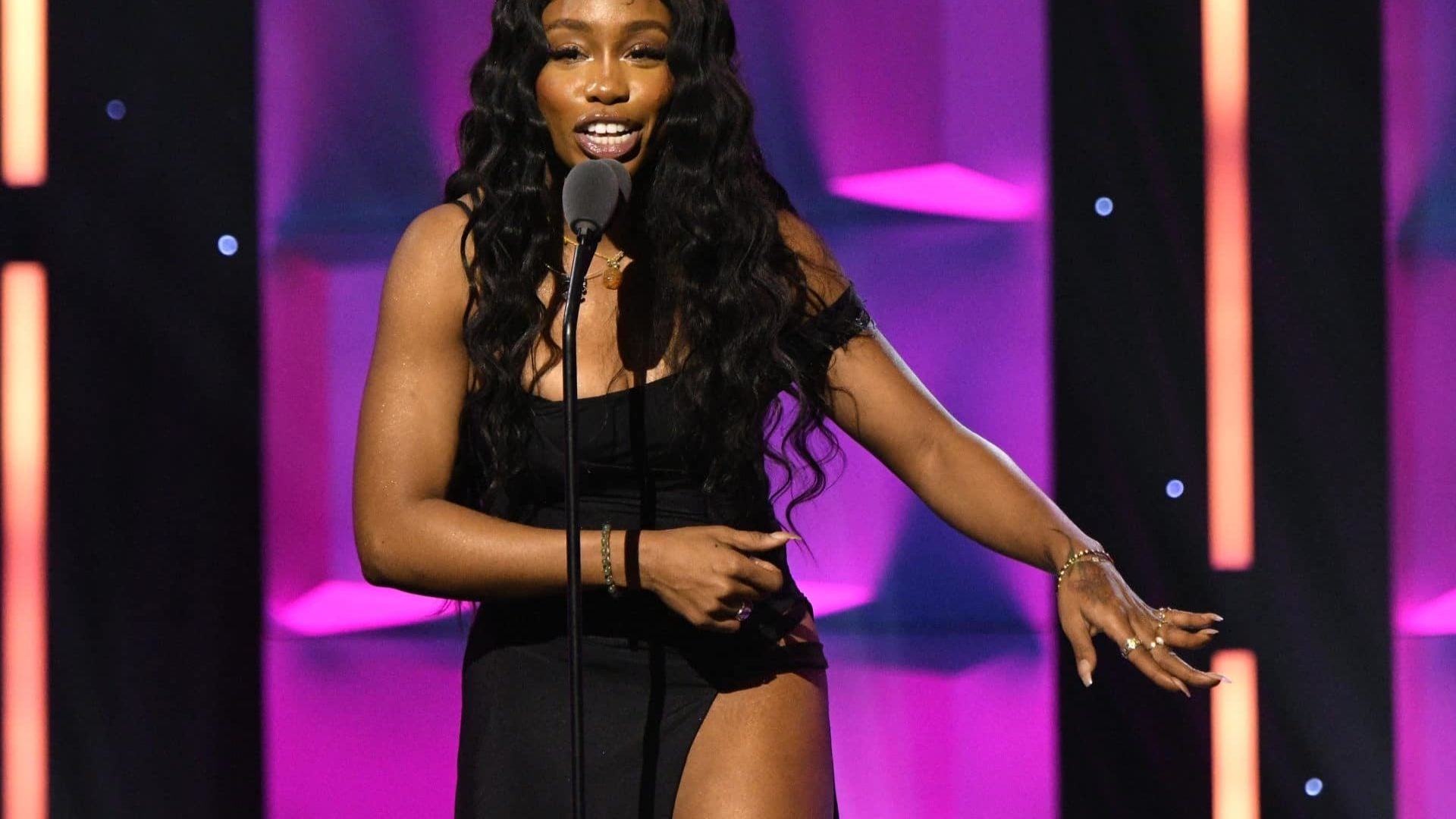 VIDEO: SZA's Hilariously Honest Acceptance Speech At Billboard's Women In Music Event Will Make Your Day