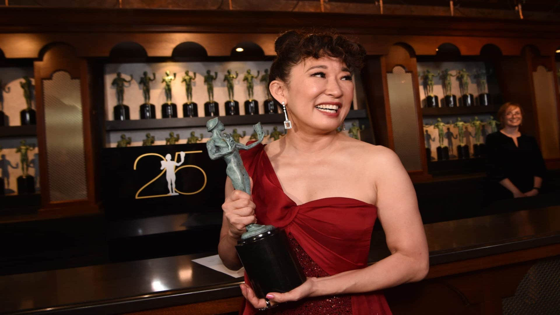 Sandra Oh Thanked These Three Black Actors For Encouraging Her Throughout Career