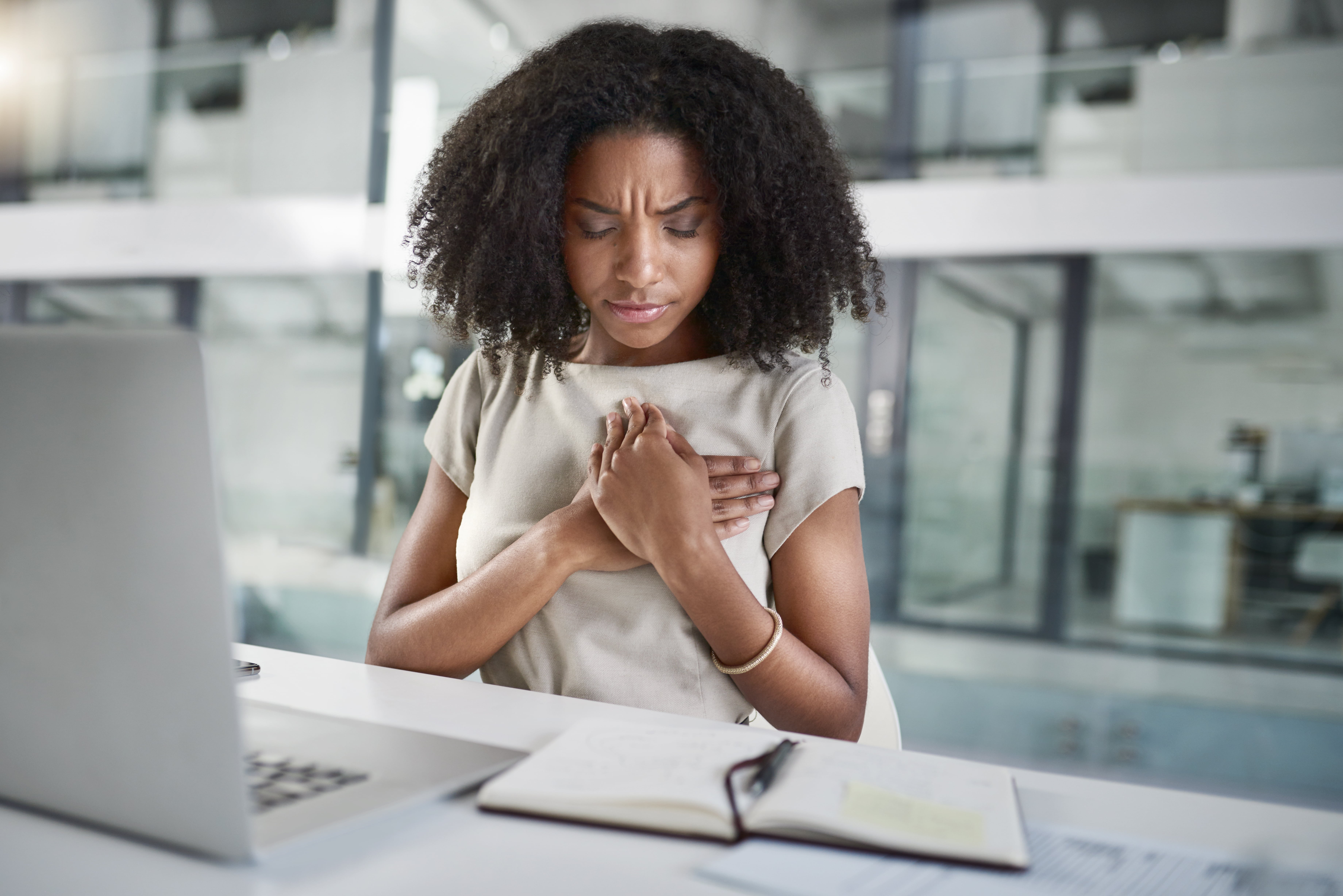 The Heart Attack Symptoms All Black Women Should Know and Never Ignore