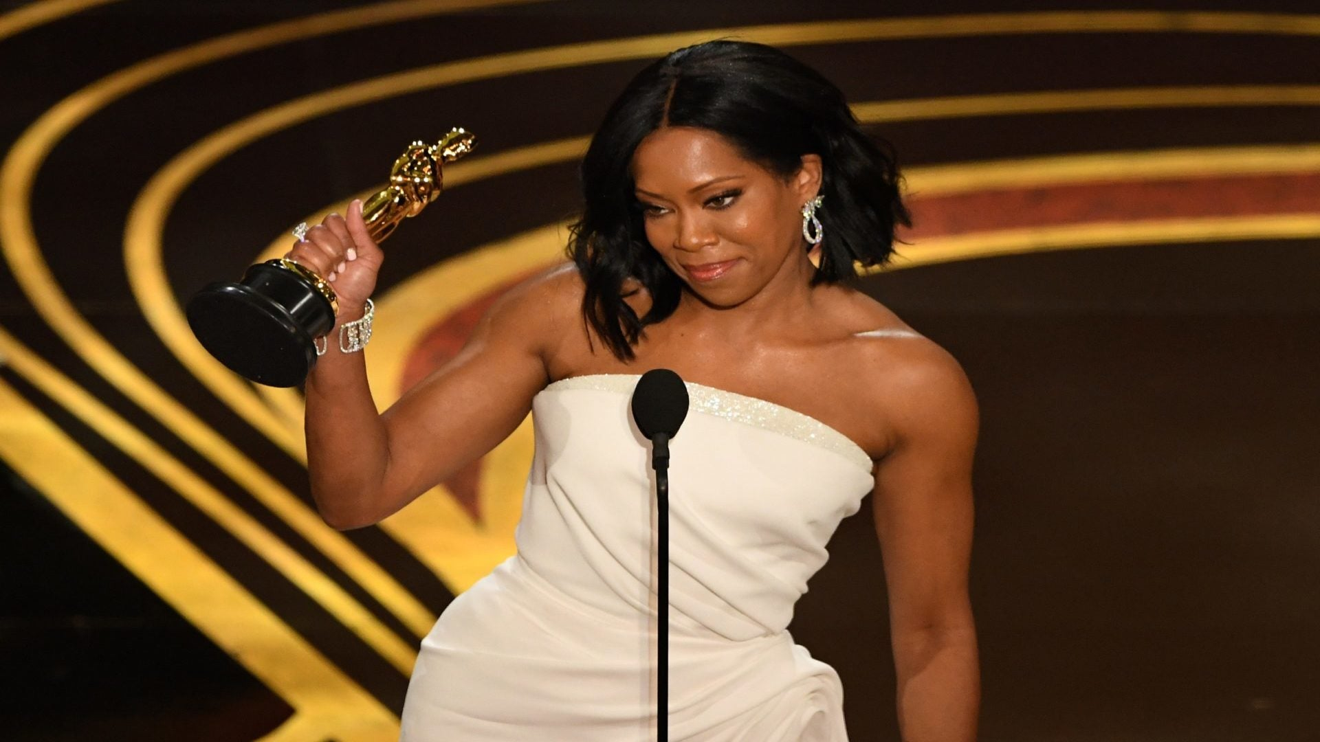 'Beale Street' Star Regina King Calls First Academy Award Win 'Surreal'
