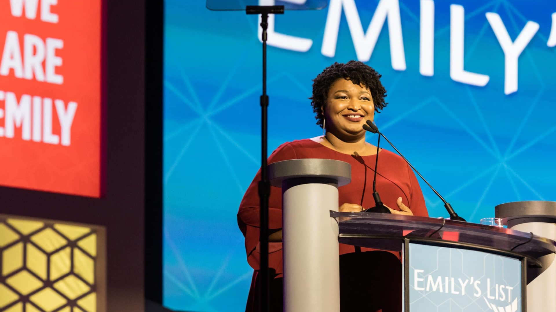Emilys List Endorsements 2020.Emily S List Gala Honors Stacey Abrams Celebrates Diverse