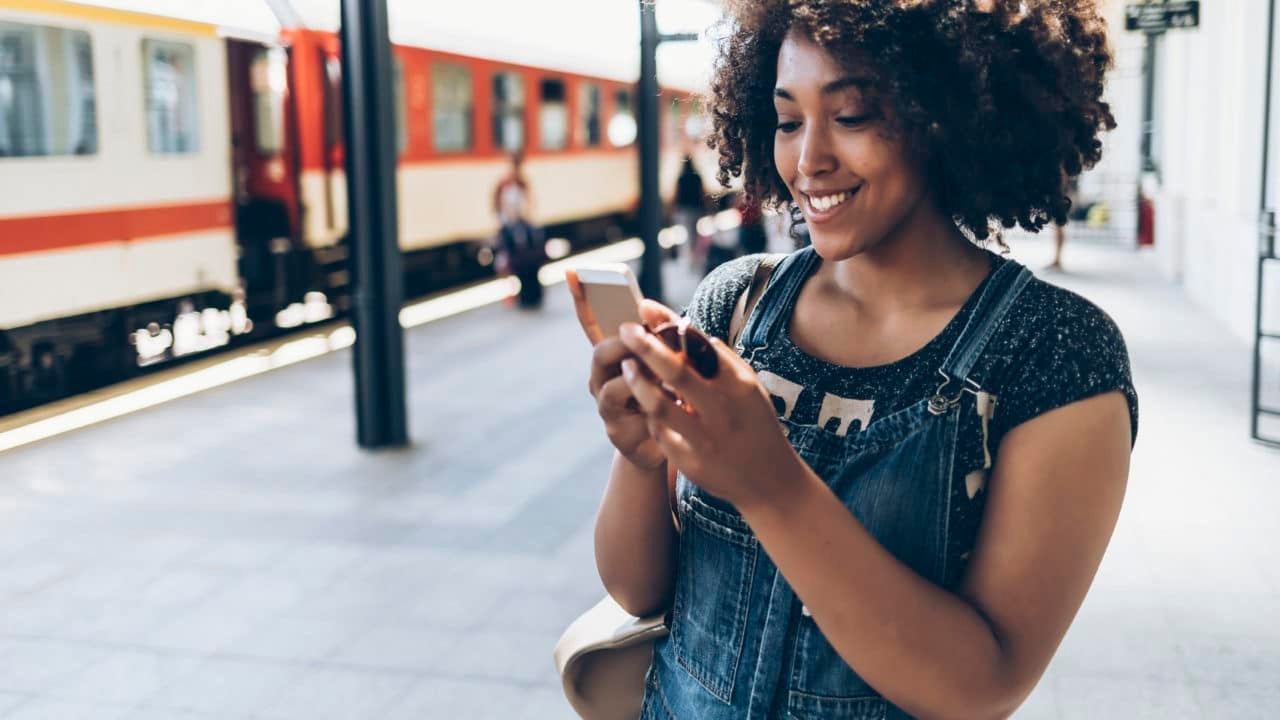 3 Apps Every Woman Traveling Solo Should Have On Her Phone - Essence