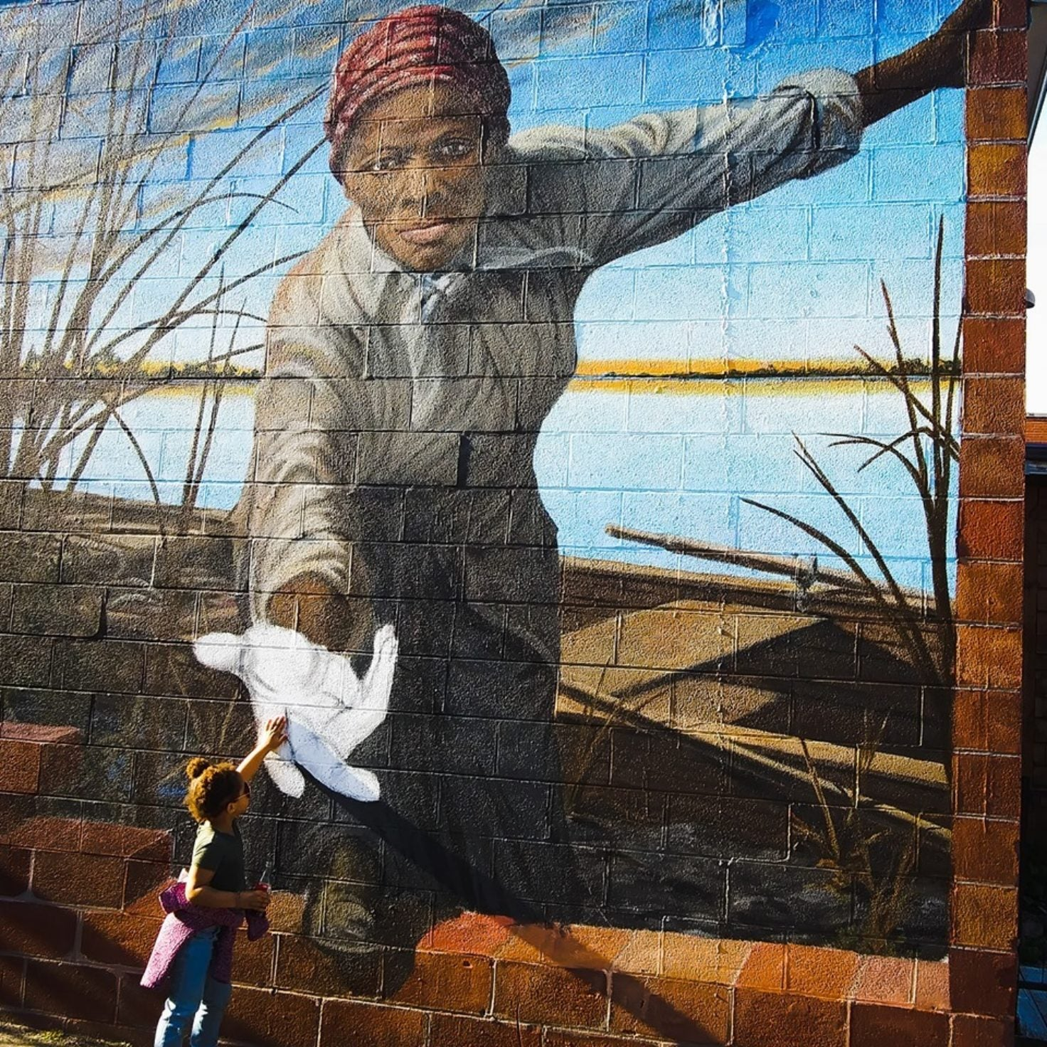 Photo Of 3-Year-Old Girl Touching A Harriet Tubman Mural Is Inspiring People Everywhere