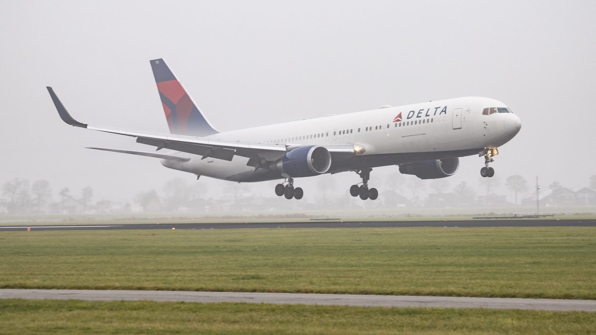 Delta, JetBlue Waive Change Fees For Dominican Republic Flights Amidst Tourist Deaths
