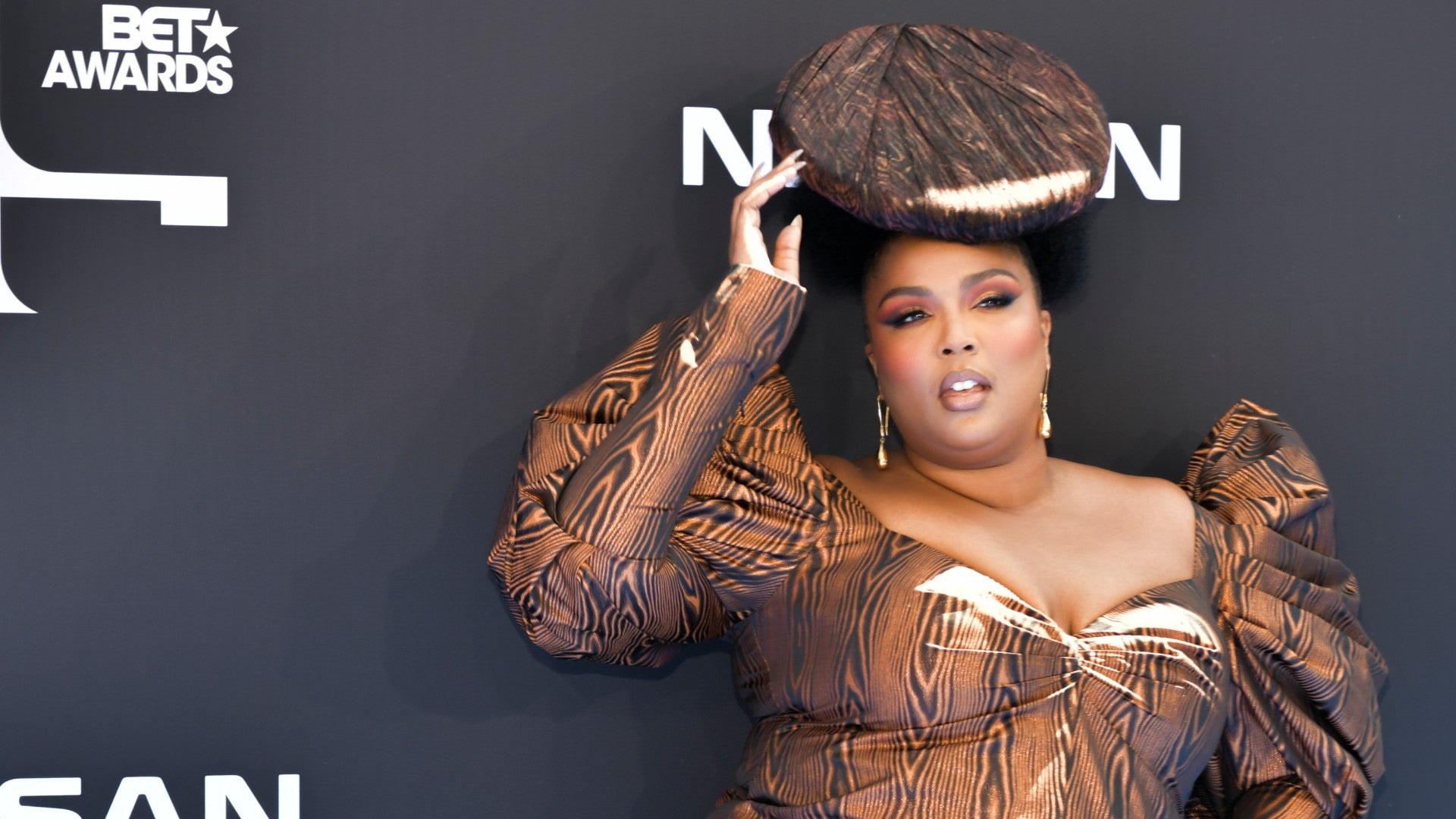 Lizzo Opted For Wood Grain And Natural Hair For Her BET Awards Look