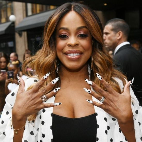 Niecy Nash Talks Beauty And Being A Boss As Season 3 Of 'Claws' Premieres