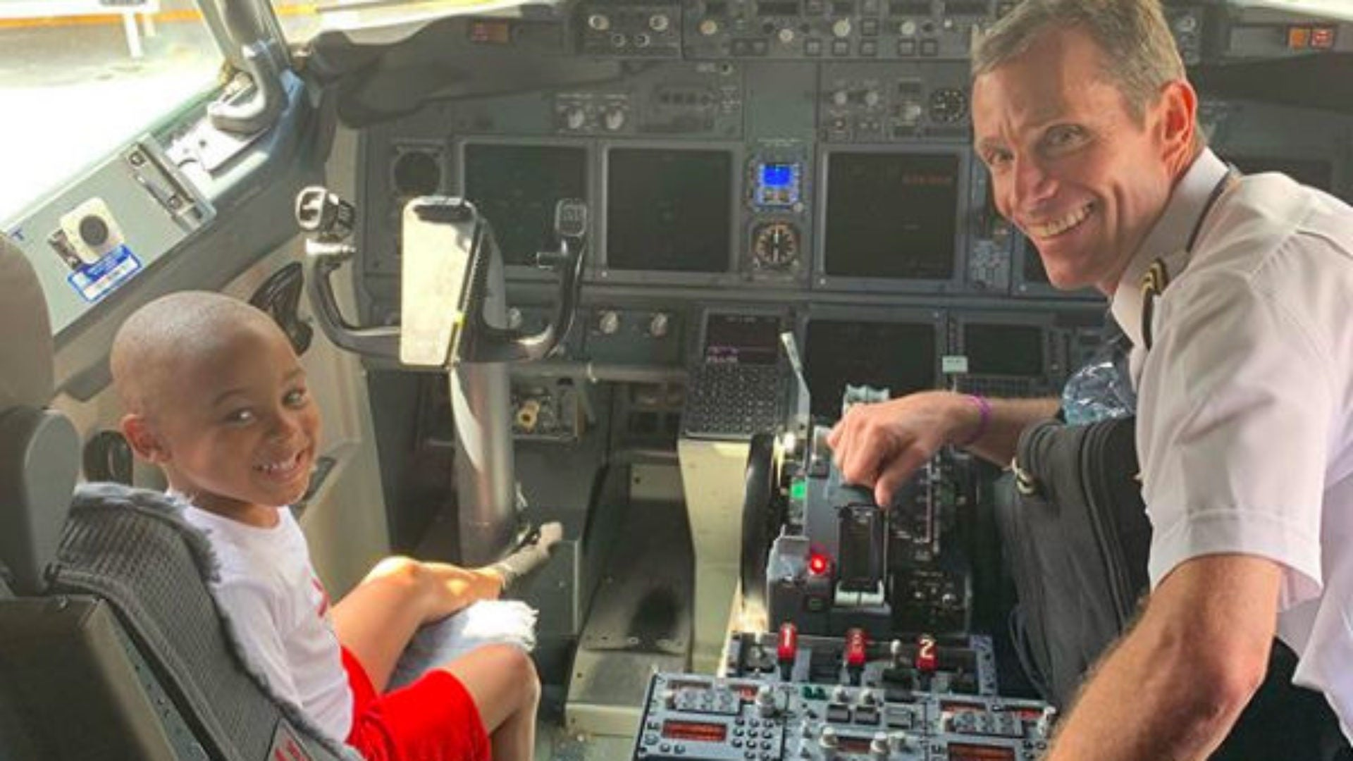 Adorable 4-Year-Old Gathers Plane Passenger Who Put Her 'Stinky Feet' On His Armrest