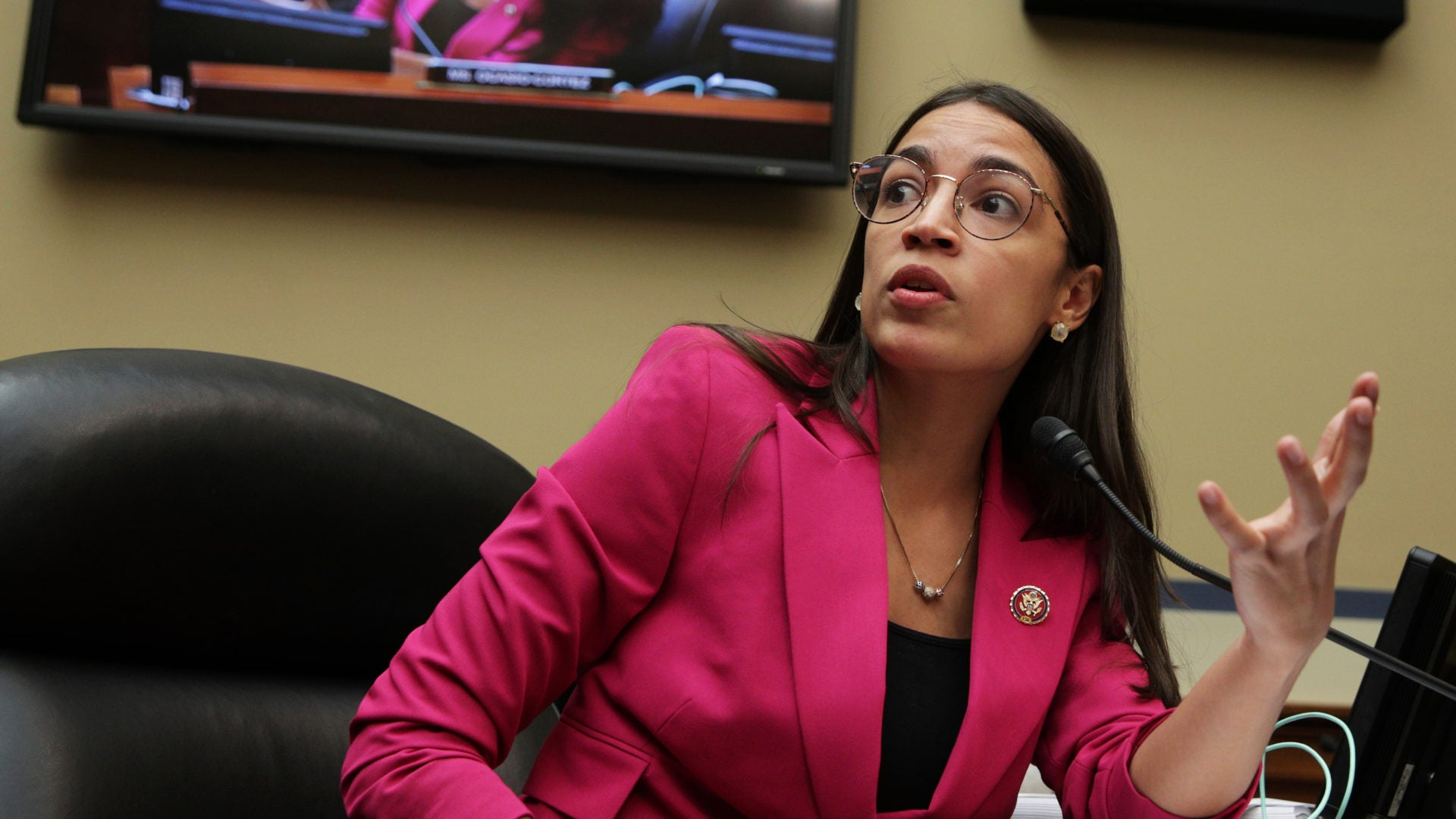 Louisiana Cop Under Scrutiny After Saying Rep. Alexandria Ocasio-Cortez 'Needs A Round'