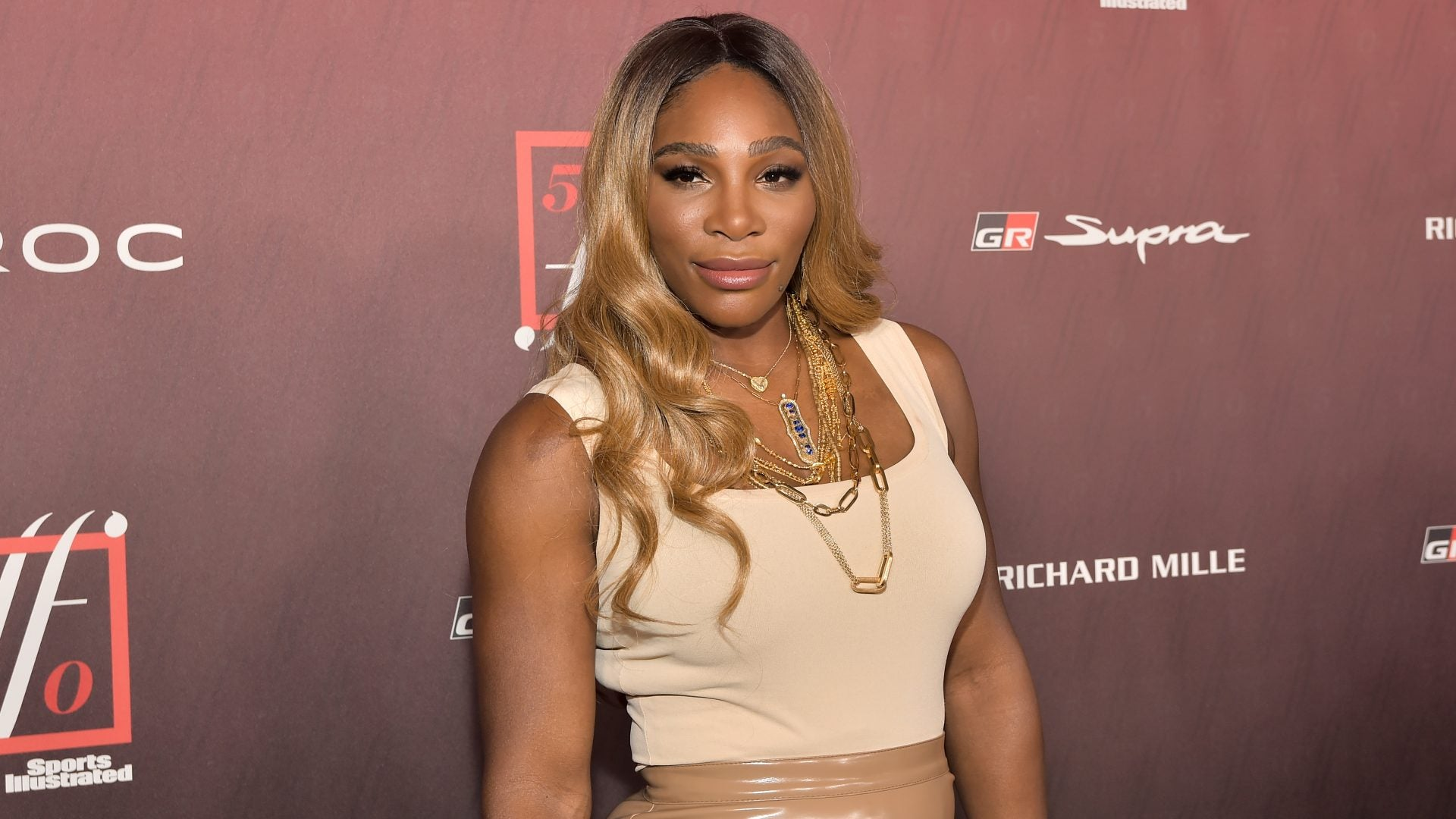 Serena Williams Shows Off Her Wig Washing Skills And Her New Wig Head