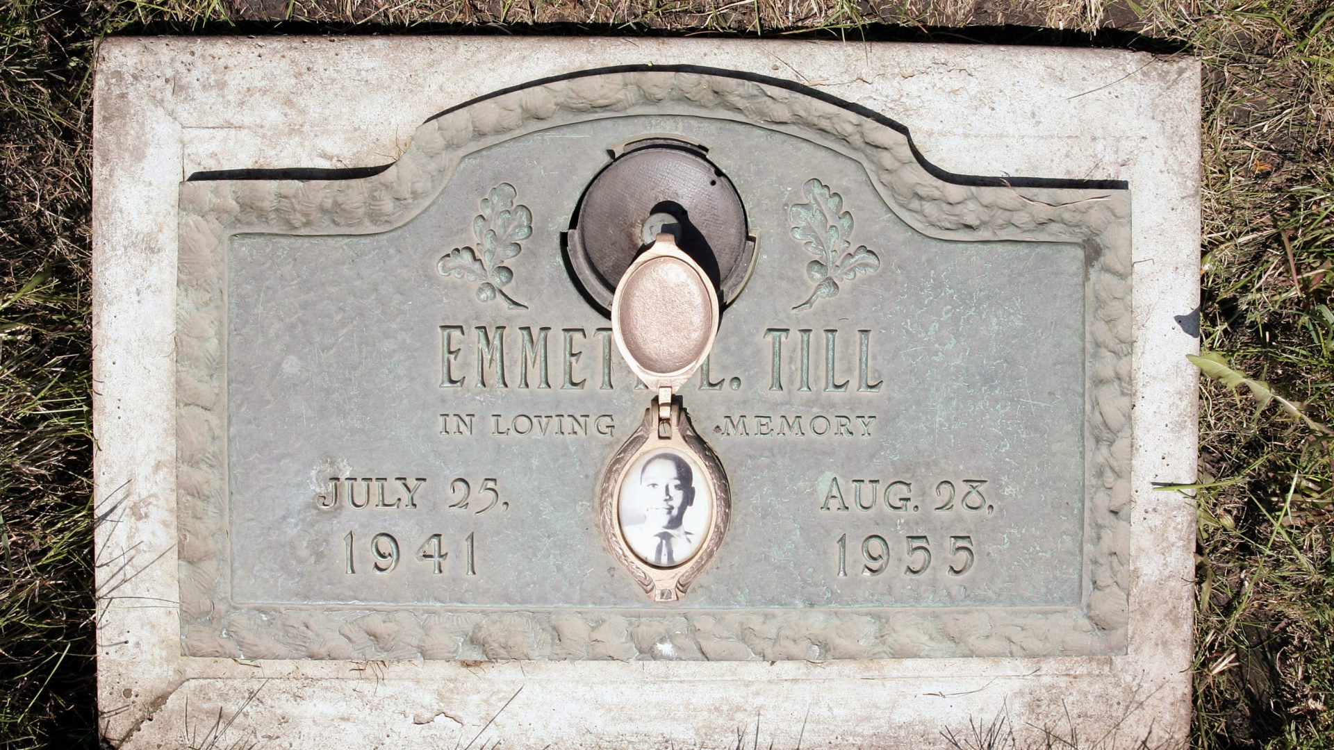 Ole Miss Students Who Posed With Guns In Front Of Emmett Till Memorial Suspended From Frat