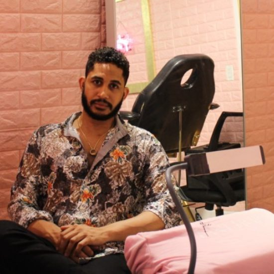Julian Dean Uses Eyelashes To Promote The Spirit Of Entrepreneurship In Women Of Color
