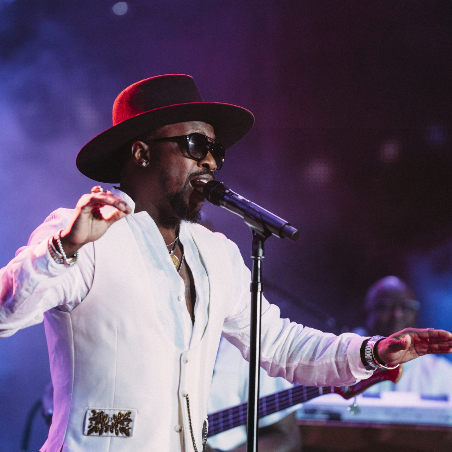 "9th Wonder & Anthony Hamilton Gather ""Under One Roof"" to Raise Funds for COVID-19 Relief"