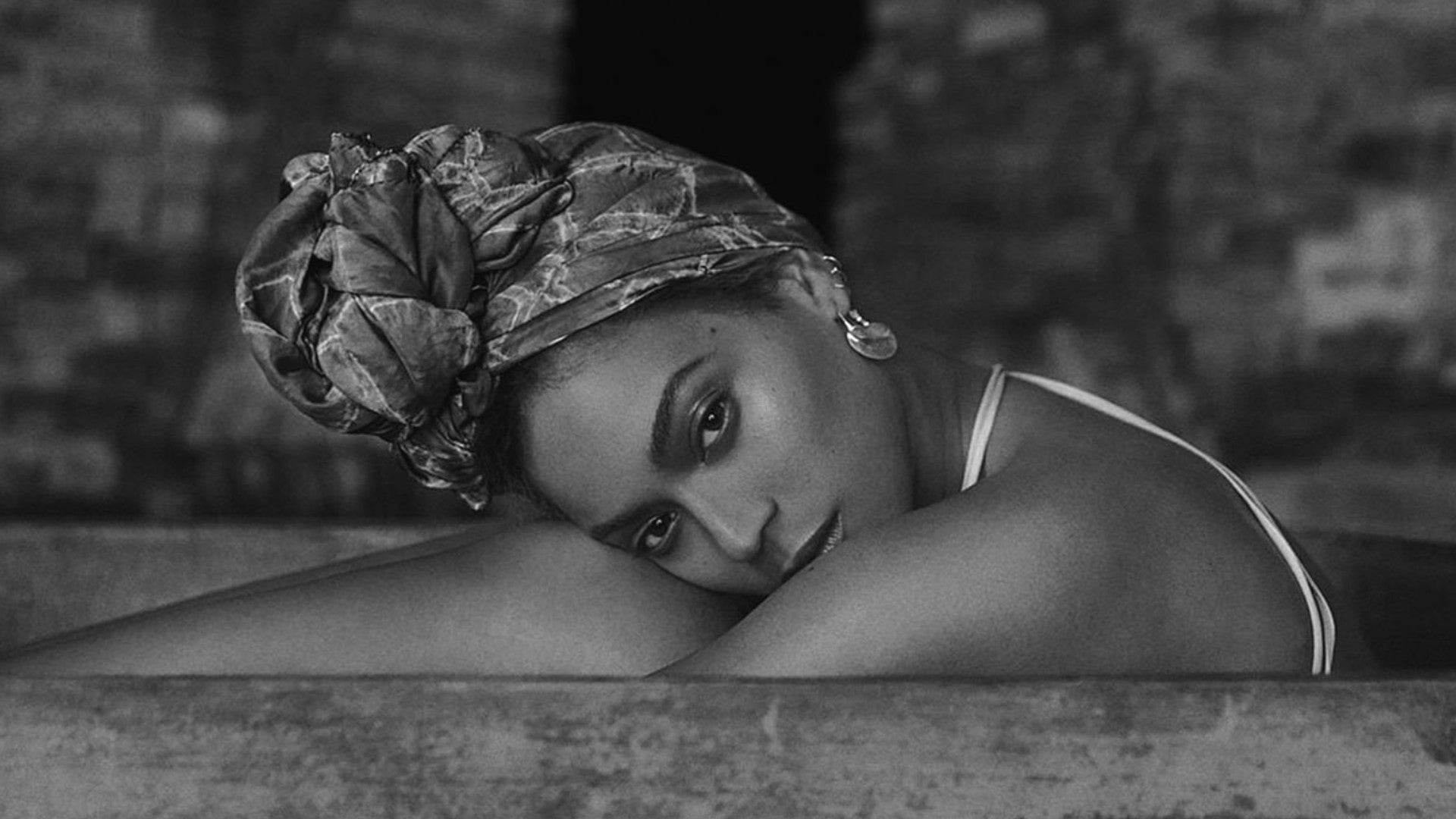 12 Memorable Black-And-White Photos From Beyoncé's 'Lemonade' Album