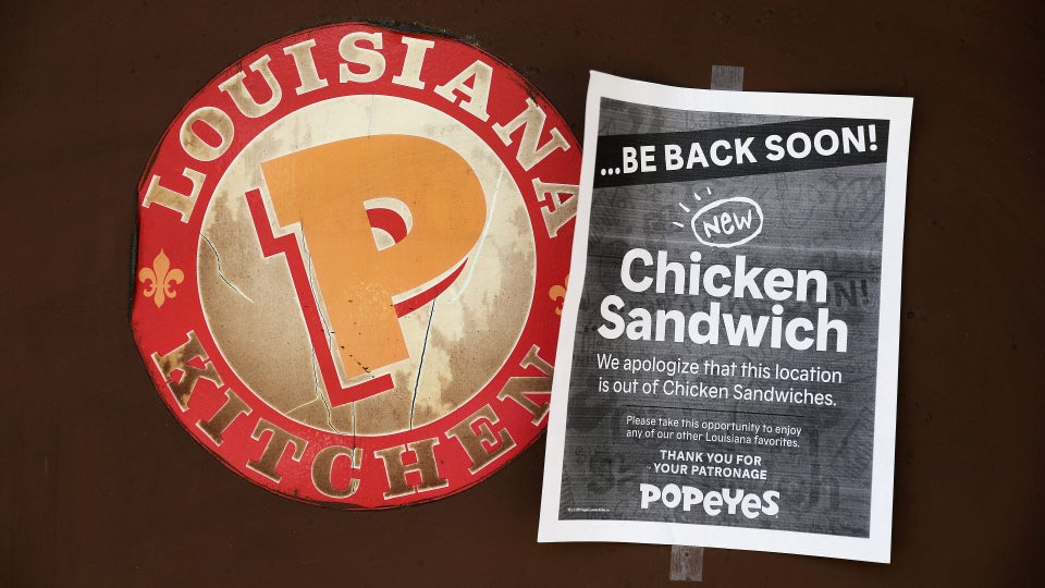 You Might Be Enjoying The Popeyes Chicken Sandwich Craze, But Employees Are Not