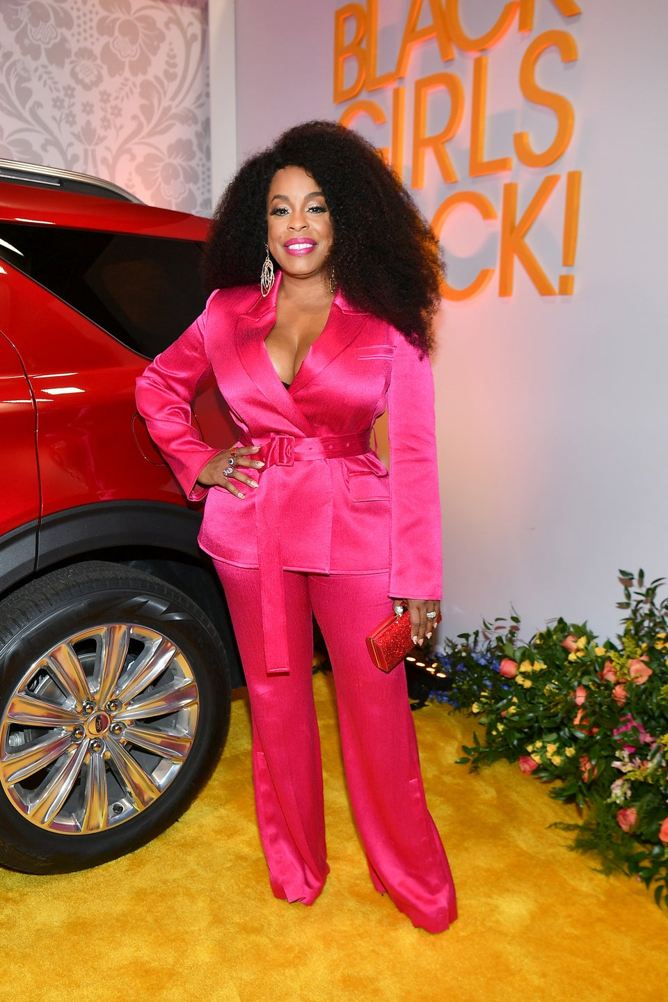 Niecy Nash's Hot Pink Suit Has Us Shook – Here's Where To Buy It