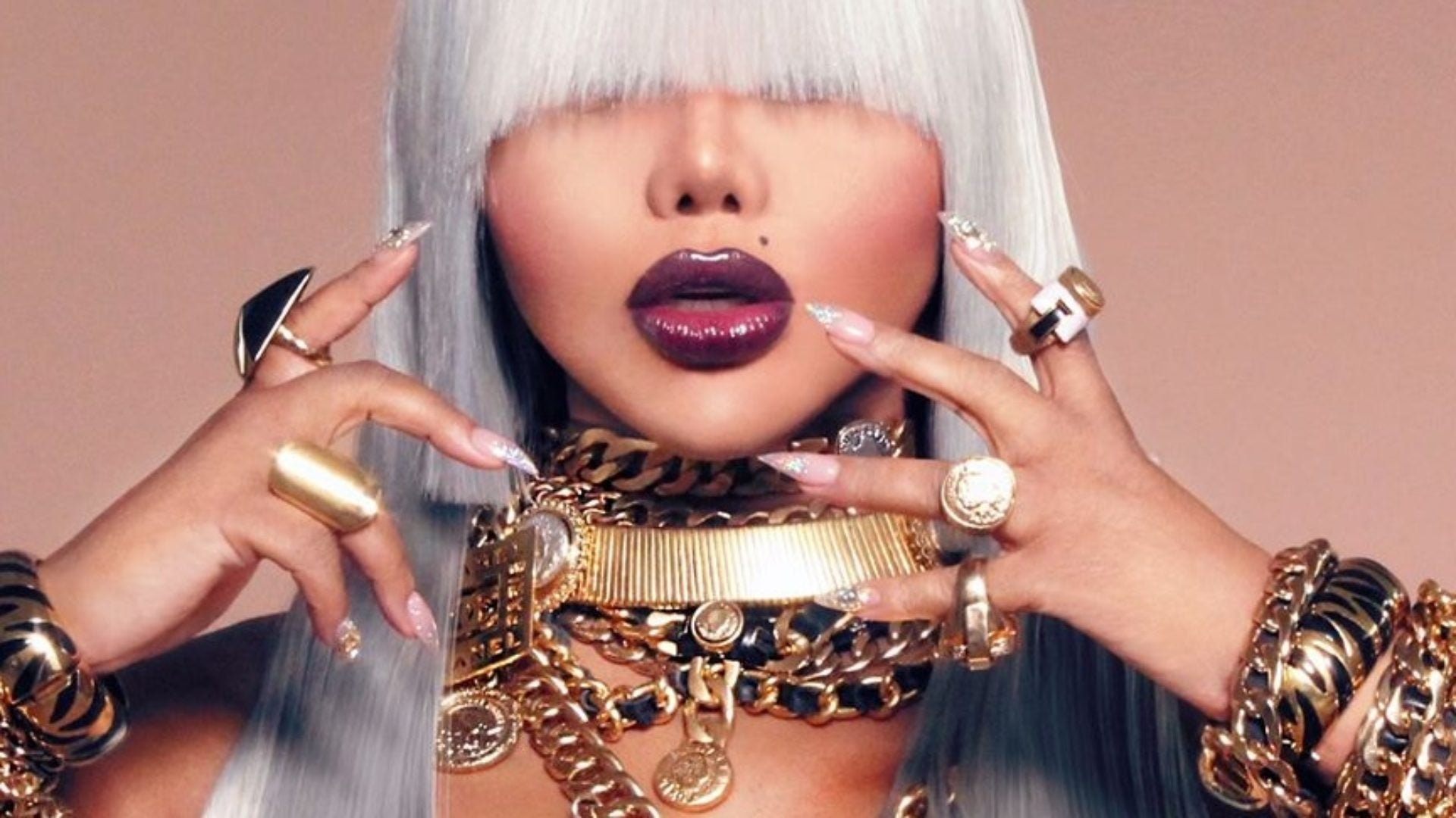 "Lil Kim's Previews A Promotional Shot From Her Next Album ""9"""