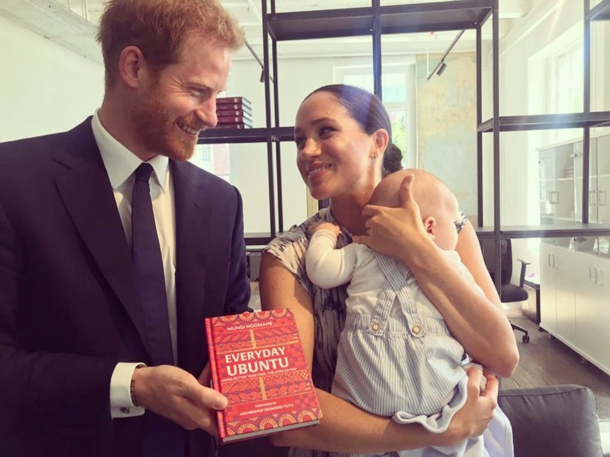 "The Duke and Duchess of Sussex hold a copy of ""Everyday Ubuntu"""