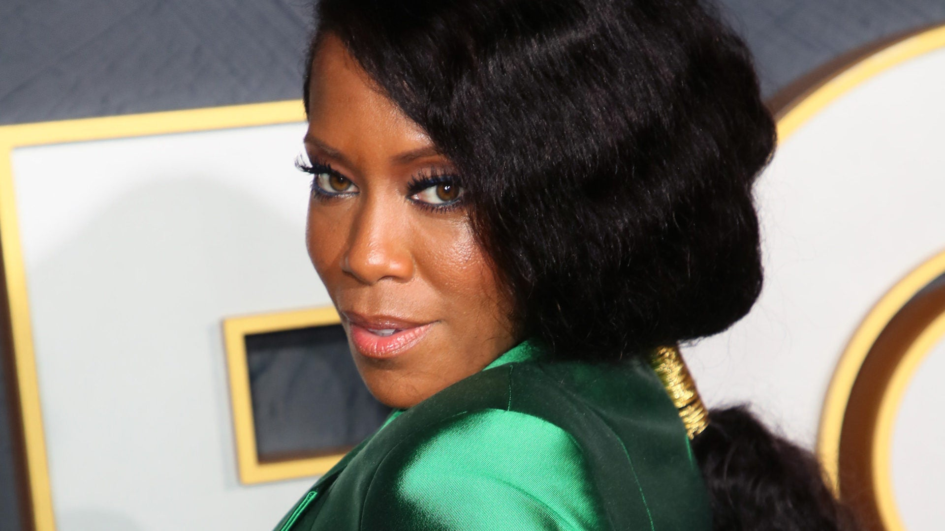 The B-Side: Regina King Doesn't Bring The Sweet Potato Pie To Thanksgiving Dinner — She Makes It!