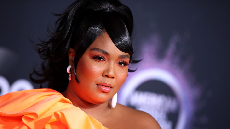 How Lizzo Slayed The AMAs With Three Beauty Looks