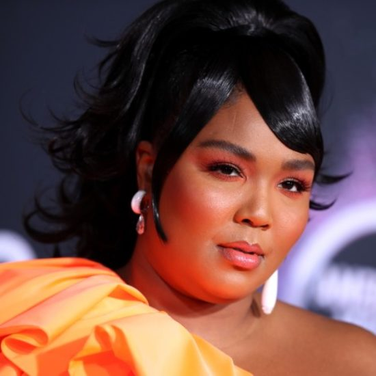 How Lizzo Slayed The American Music Awards With Three Beauty Looks