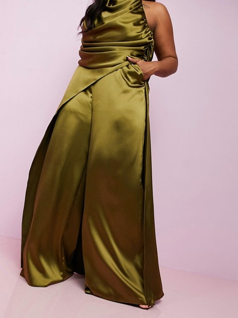 Celebrate Your Dramatic Ways With These Attention-Grabbing Pants!