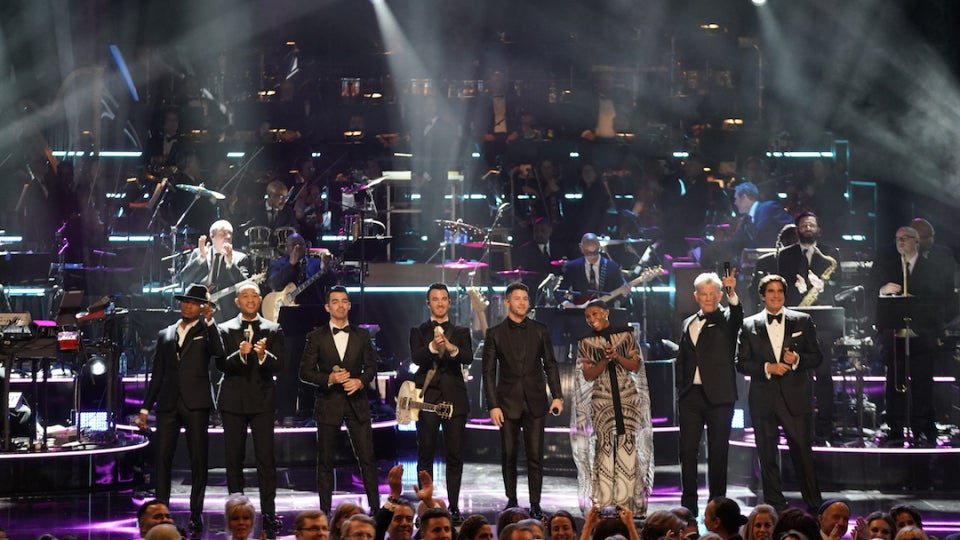 Earth, Wind & Fire's 'September' Tribute Brings Down The House At Kennedy Center Honors